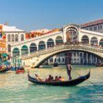 classic-venice-gondola-ride_header-21819
