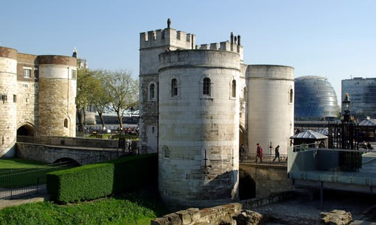 royal-london-tour-tower-of-london-river-cruise-and-changing-of-the-guard_header-20365